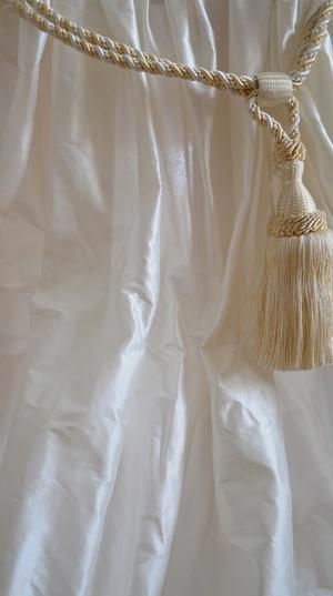 1030 Offwhite shantung silk